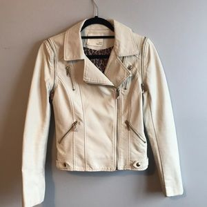 Blu Kanvas offwhite faux leather jacket vest small